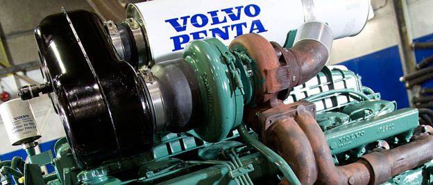 marine mechanic to fix volvo penta diesel boat engine